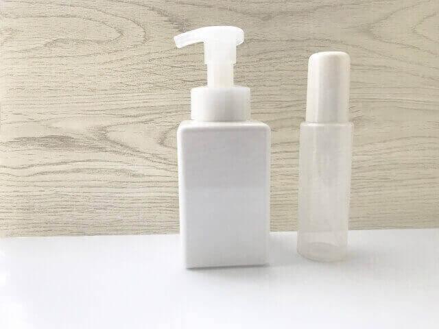 泡で出る洗顔フォームの容器
